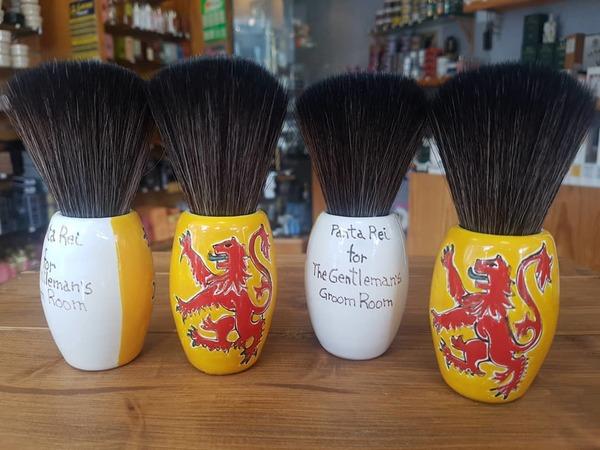 'Lion Rampant' Shaving Brush (black synthetic hair)